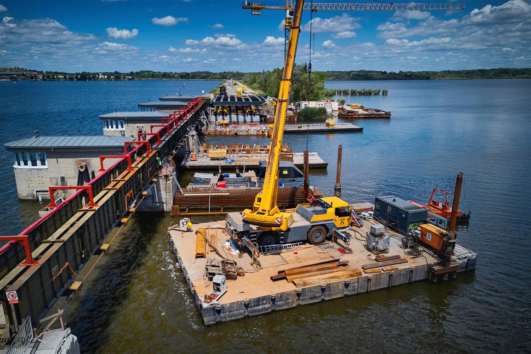 Rekonstrukce pilířů silničního mostu Nové Mlýny